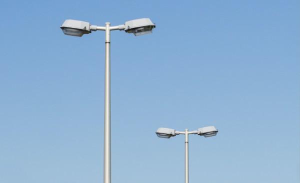 Zdjęcie słupów oświetleniowych