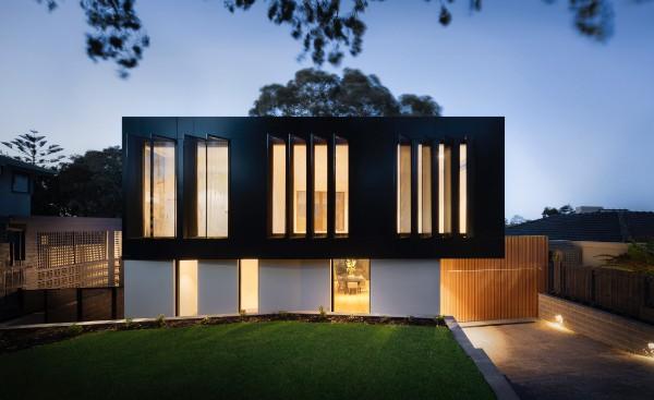 Widok domu, który posiada system inteligentnego budynku